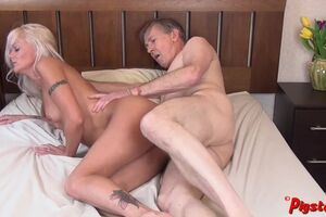 Youthfull mummy Wants More After HO Rubdown And Screws Old Cameraman to Climax